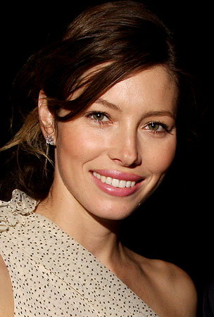 VIDEO: Jessica Biel Attempts to Sing