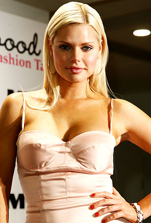 Sophie Monk Involved in Car Wreck
