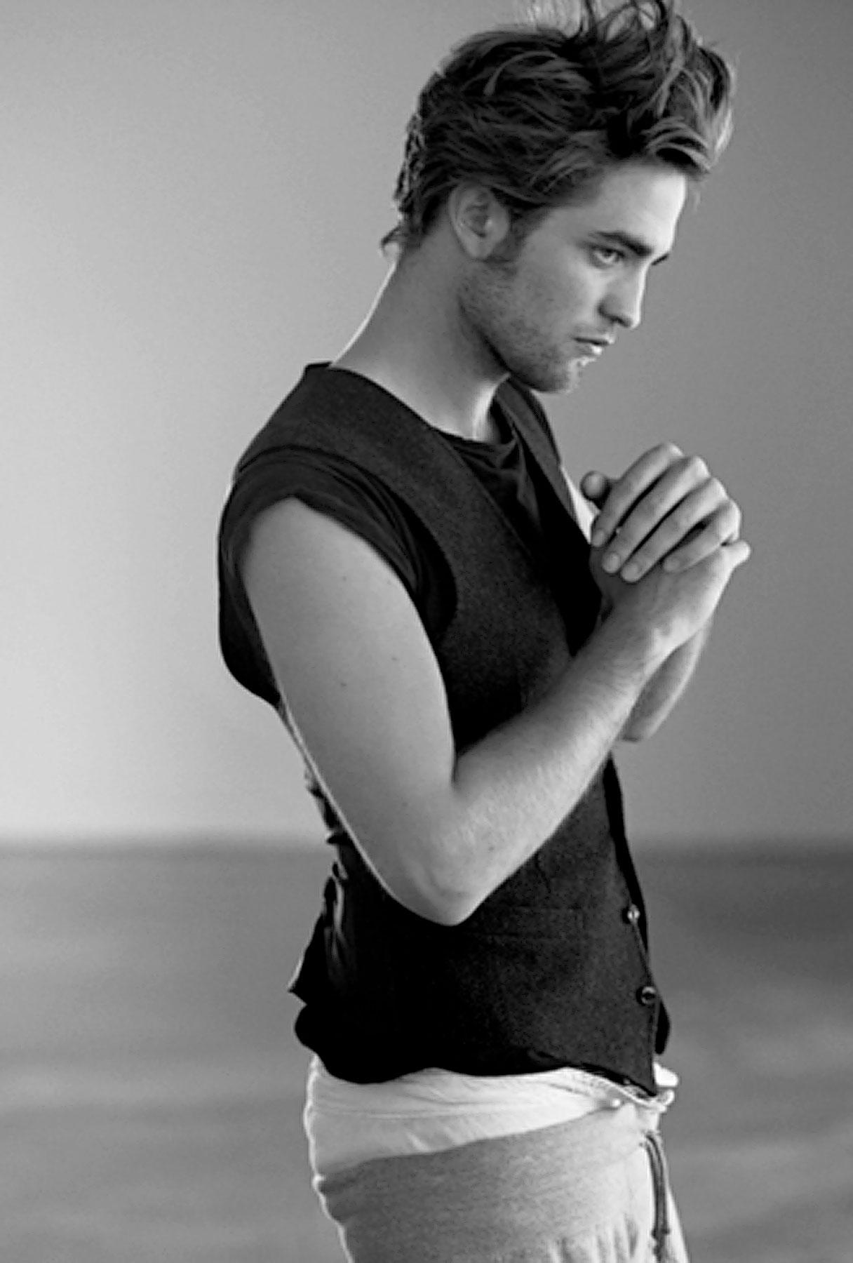 Robert Pattinson Is an Undie Superstar