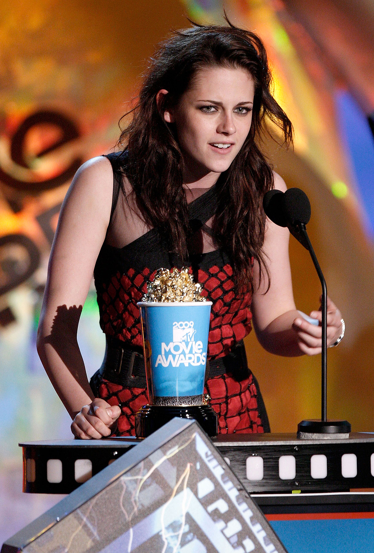 Kristen Stewart's Co-Star Explains Her Popcorn Spill