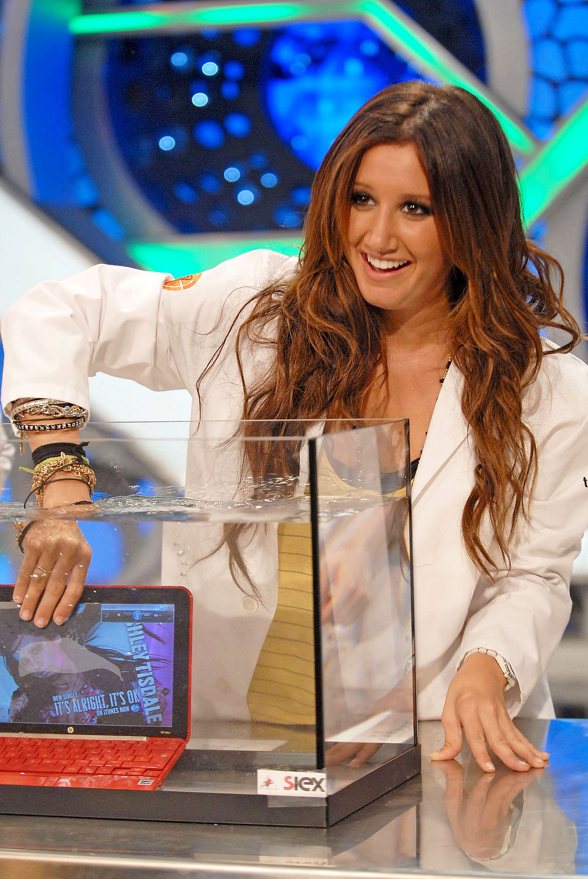 Ashley Tisdale on Spanish TV-photo