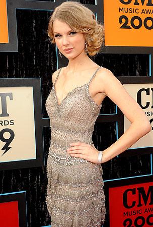 CMT Awards: Red Carpet Beauties