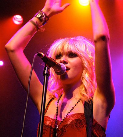 Taylor Momsen Is Pretty Reckless (But Not With Feet)
