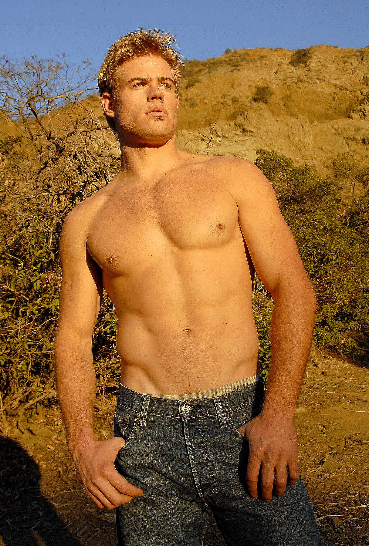 Trevor Donovan Bringing Some Hotness To '90210'
