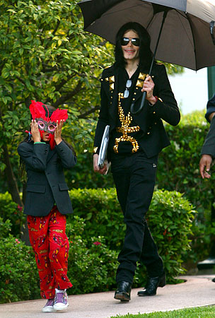 Michael Jackson: The Kids Were Not His Sons (or his Daughter)