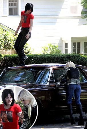 New Pics: Dakota Fanning and Kristen Stewart Film 'The Runaways'