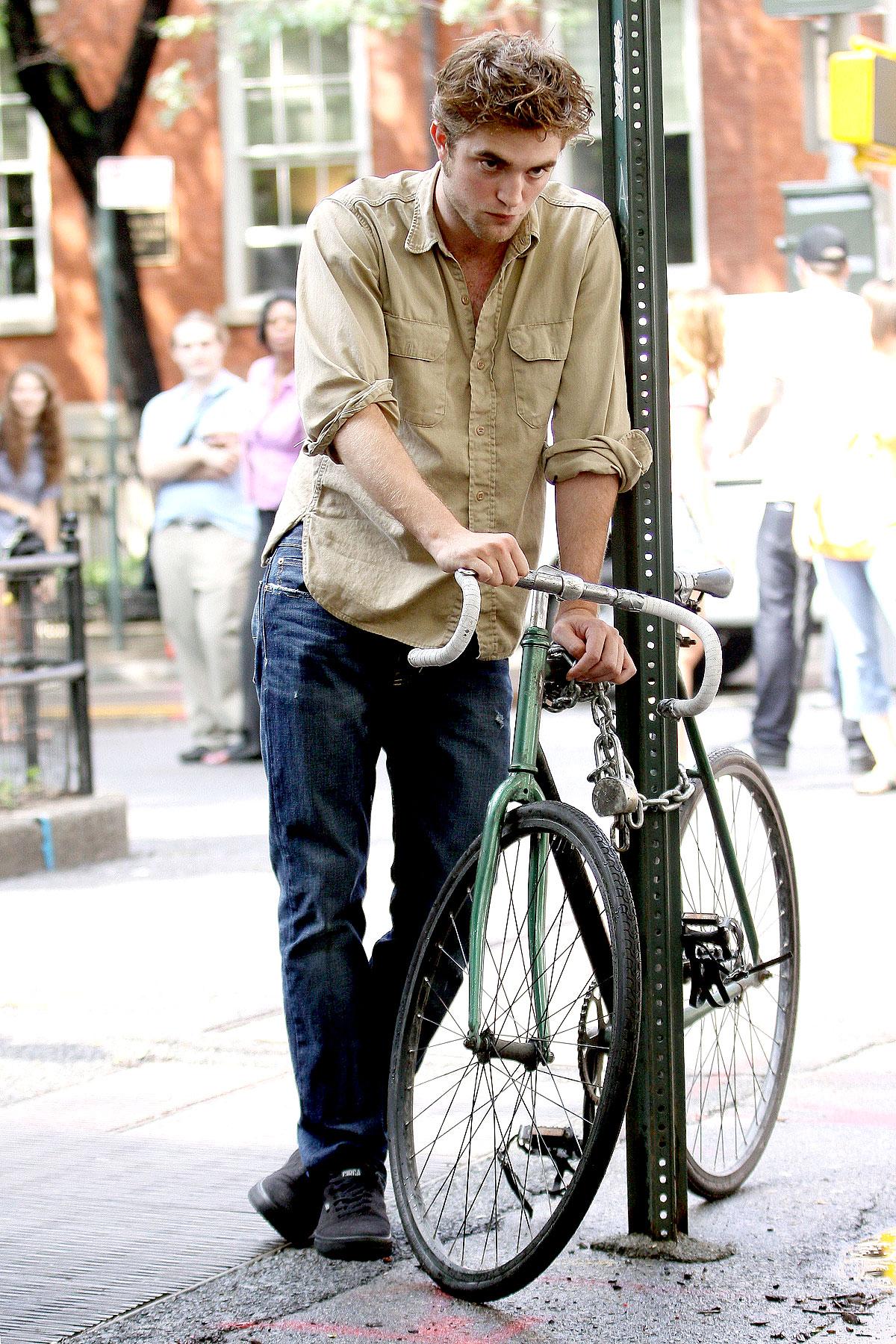 PHOTO GALLERY: Robert Pattinson Looks Sad