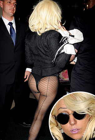 Lady GaGa. Pantsless. Again.