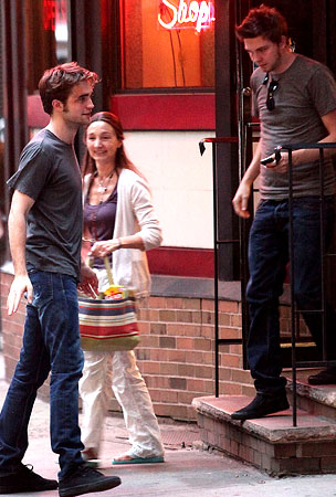Robert Pattinson Is a Real Cut-Up on Set