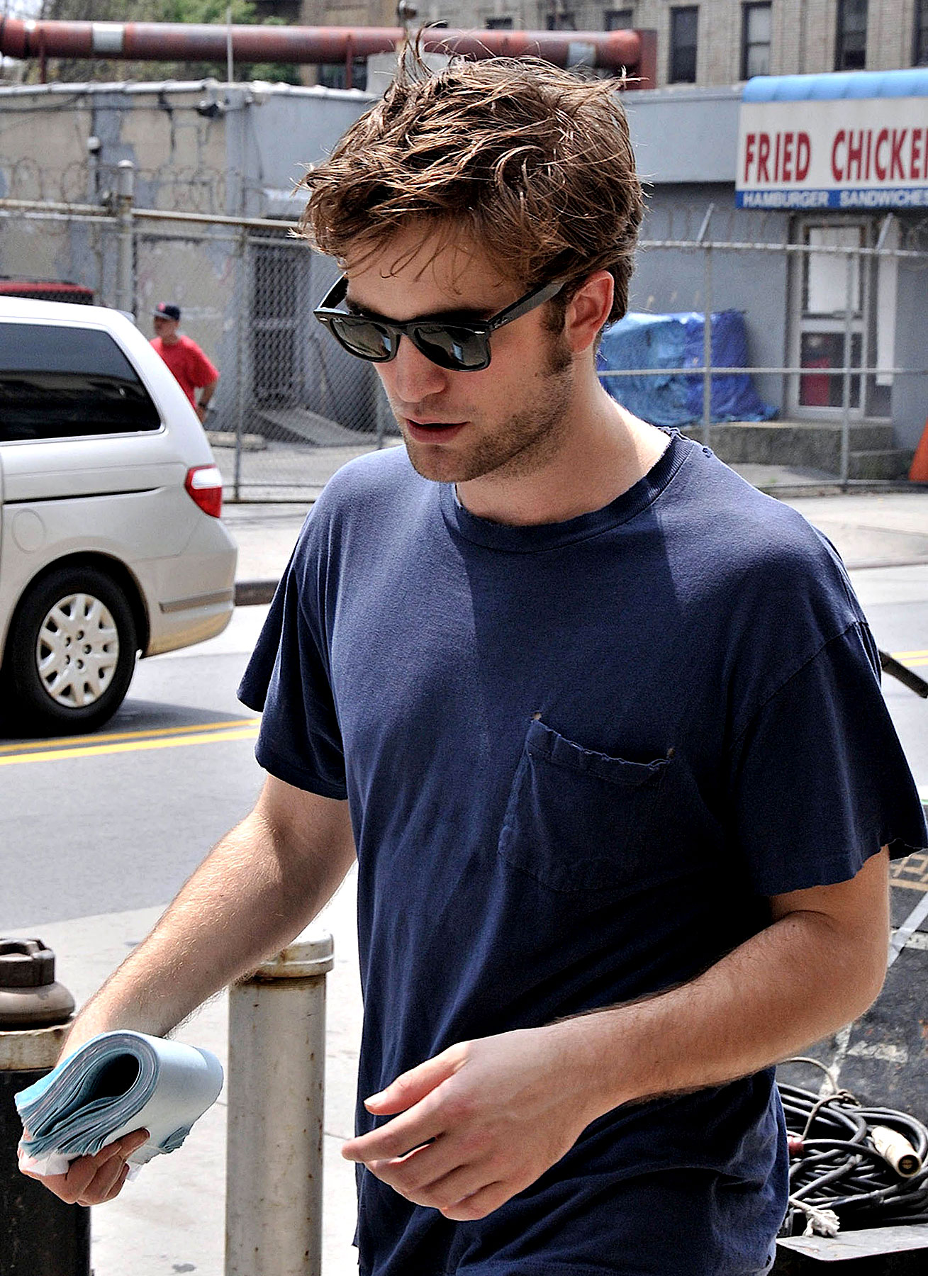PHOTO GALLERY: Robert Pattinson Gets Scruffed Up on 'Remember Me' Set