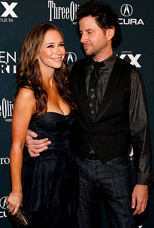 UPDATE: Jamie Kennedy and Jennifer Love Hewitt Not Engaged