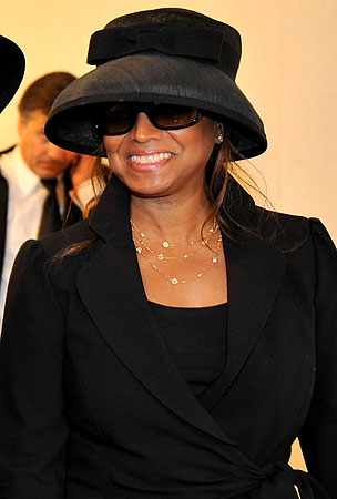 Report: Rebbie Jackson to Raise Michael's Kids