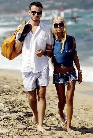 PHOTO GALLERY: Tara Reid: Beach and Boyfriend