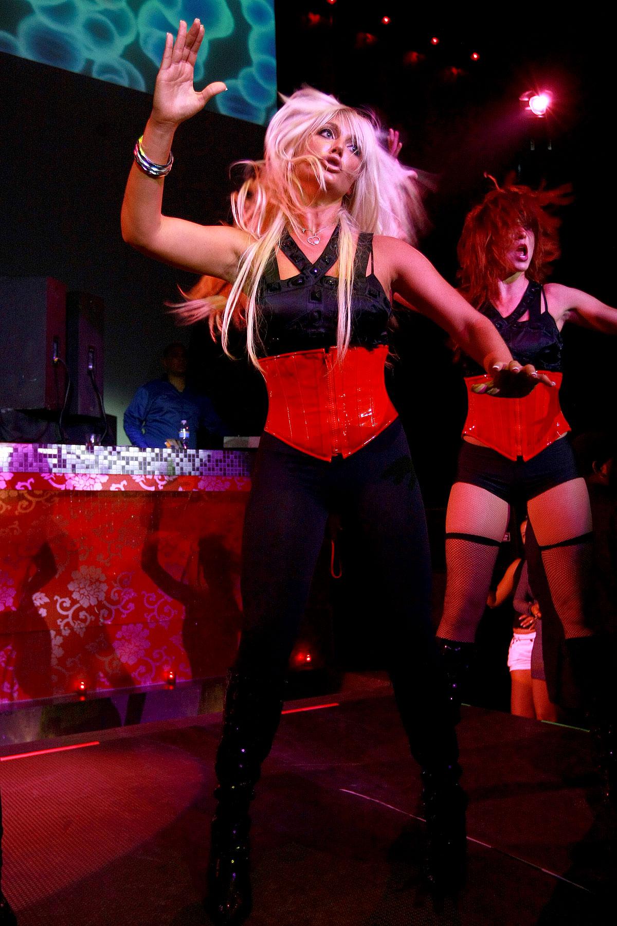 PHOTO GALLERY: Brooke Hogan On Stage