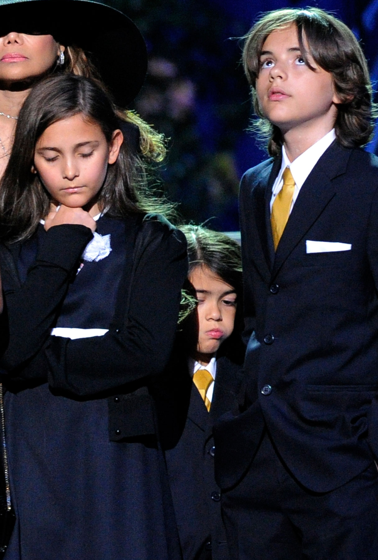 Michael Jackson's Kids Held Prayer Circle as Their Father Died