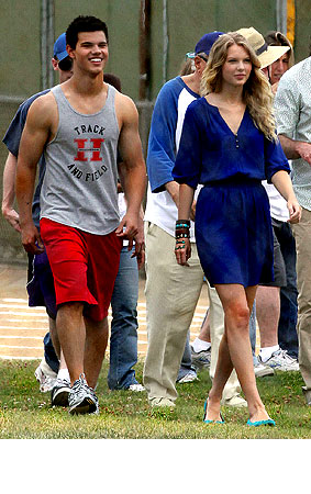 PHOTO GALLERY: Taylor Lautner and Taylor Swift on 'Valentine's Day' Set