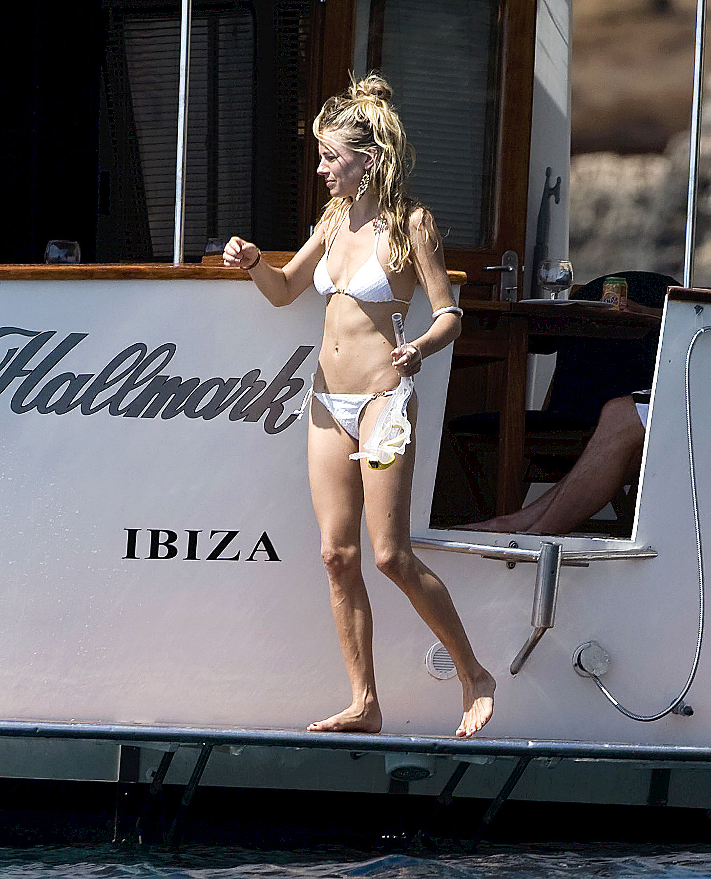 PHOTO GALLERY: Sienna Miller's Bikini Boating