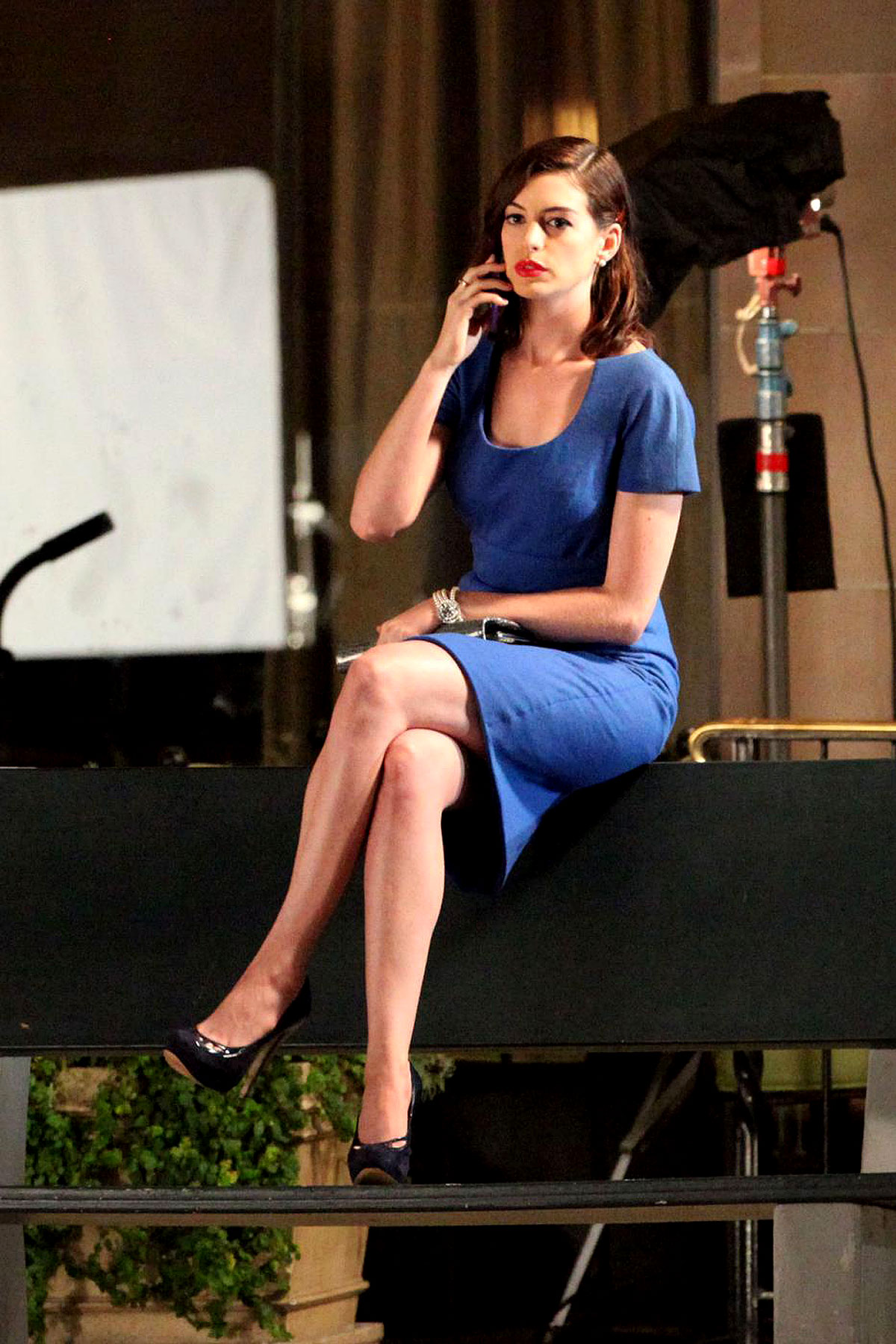 PHOTO GALLERY: Anne Hathaway's Glamorous on Set