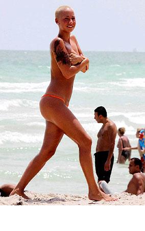 PHOTO GALLERY: Amber Rose Drops Bikini Top