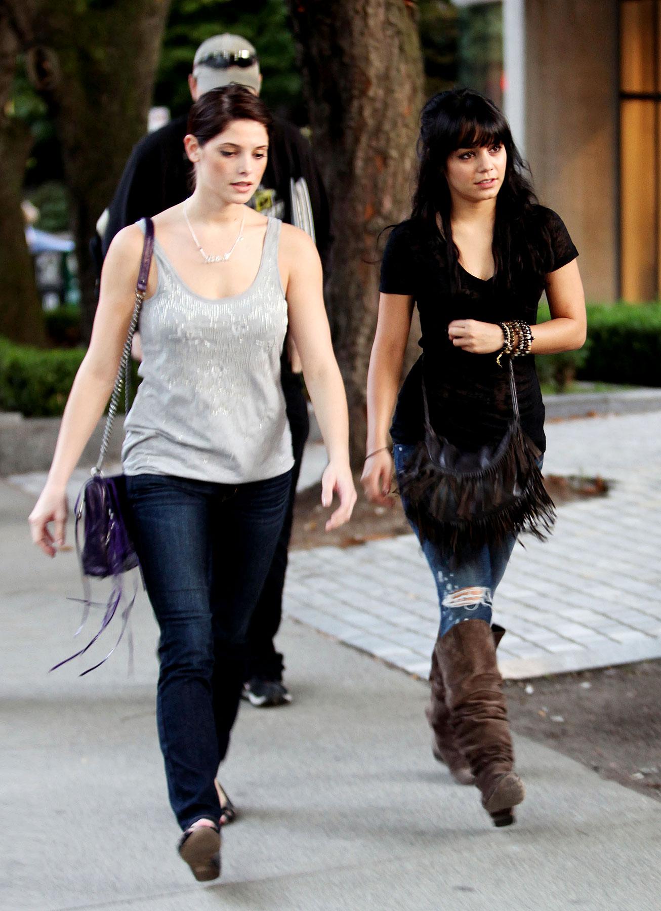 PHOTO GALLERY: Vanessa Hudgens & Ashley Greene's Shopping Date