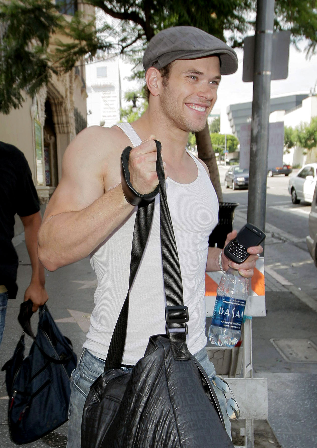 PHOTO GALLERY: Kellan Lutz Bares Arms