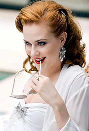 Evan Rachel Wood Is An Equal-Opportunity Vampire