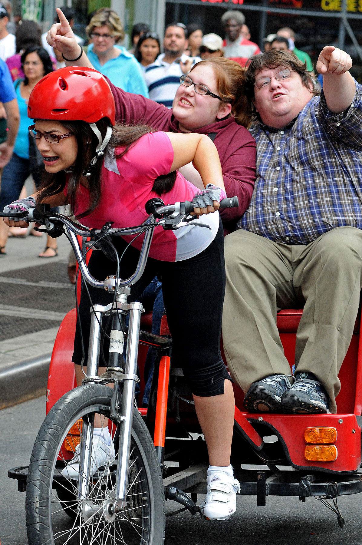 PHOTO GALLERY: Ugly Betty on a Rickshaw