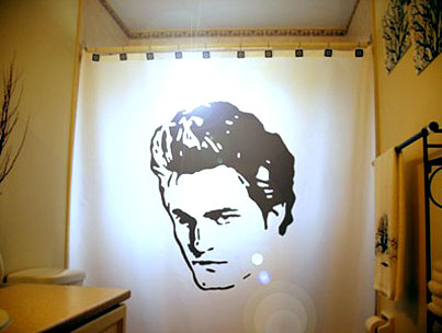 Take a Shower With Rob Pattinson!