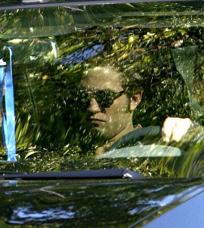 Robert Pattinson Arrives on Set