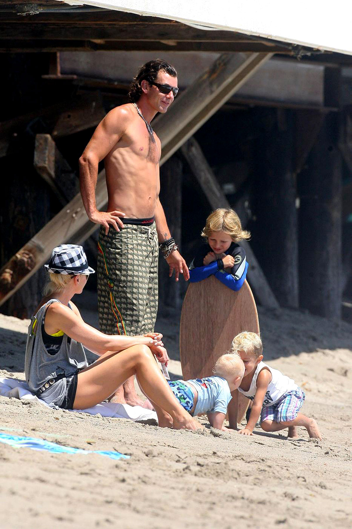 PHOTO GALLERY: The Stefani-Rossdale Family at the Beach