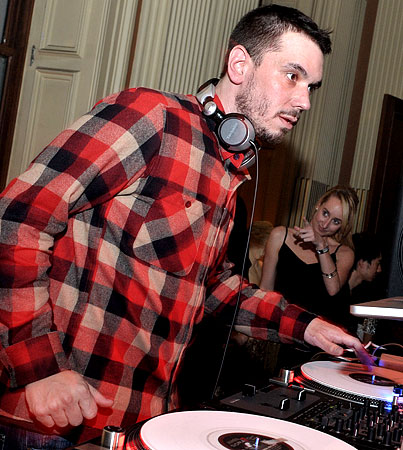 DJ AM to Be Buried Today