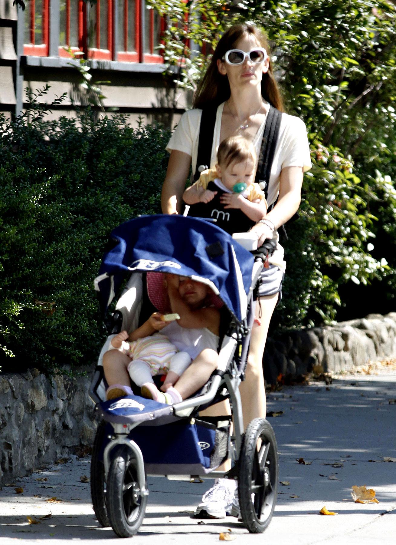 PHOTO GALLERY: Jennifer Garner & Her Girls in Boston