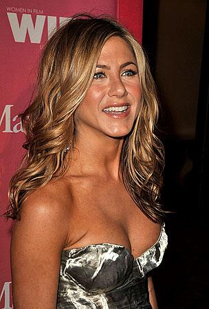 Jennifer Aniston Insists She's NOT Lonely