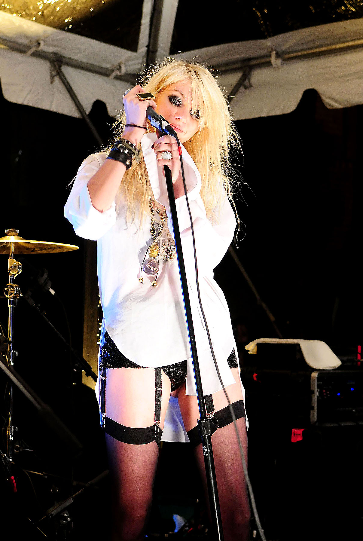 PHOTO GALLERY: Taylor Momsen Lost Her Pants