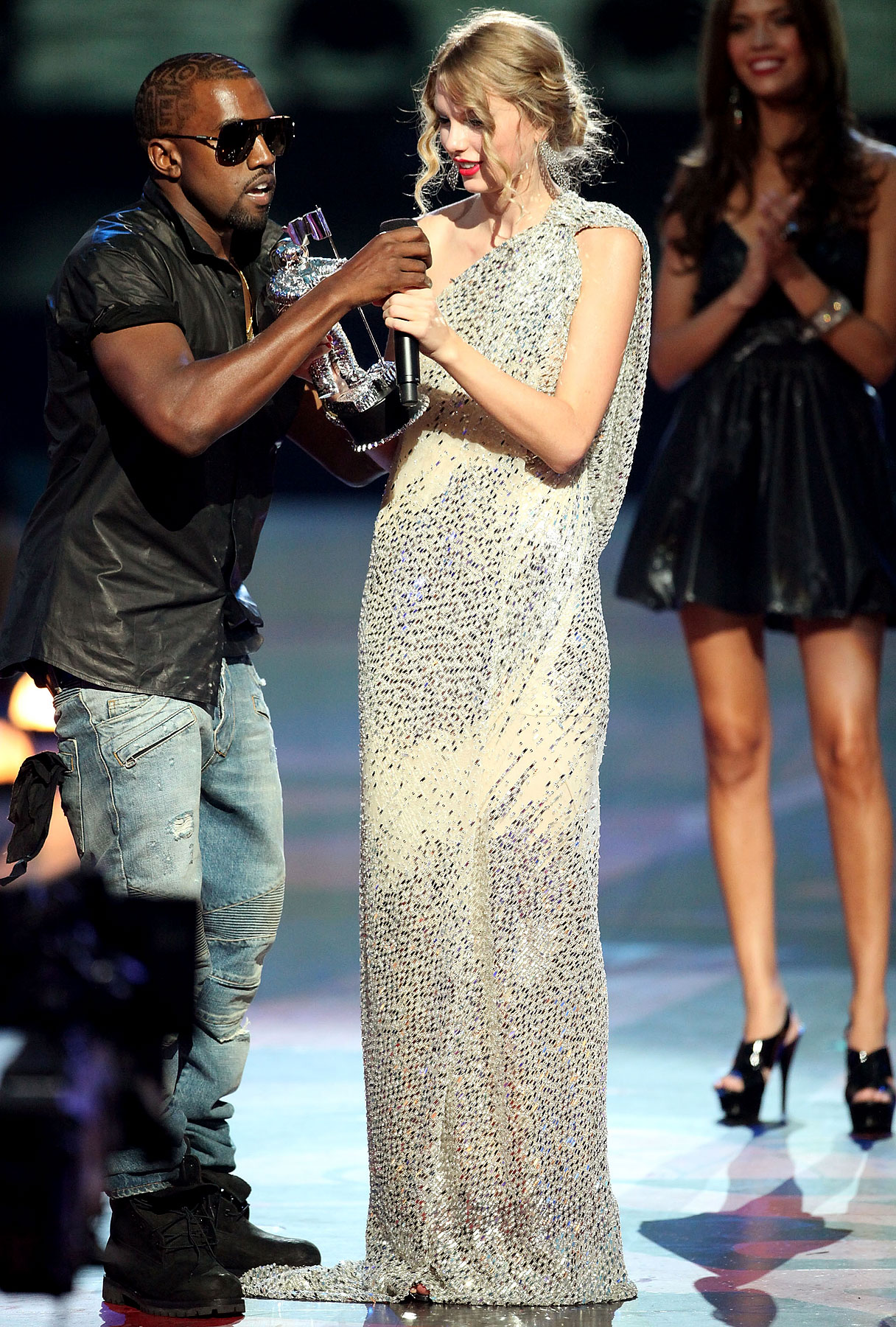 Kanye West Apologizes For Crashing Taylor Swift's VMA Speech-photo
