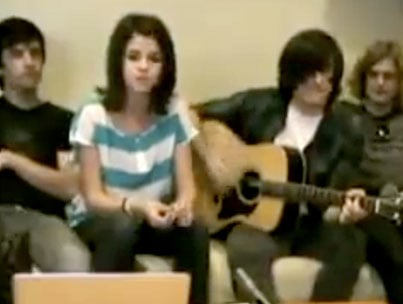 VIDEO: Selena Gomez Gets Unplugged