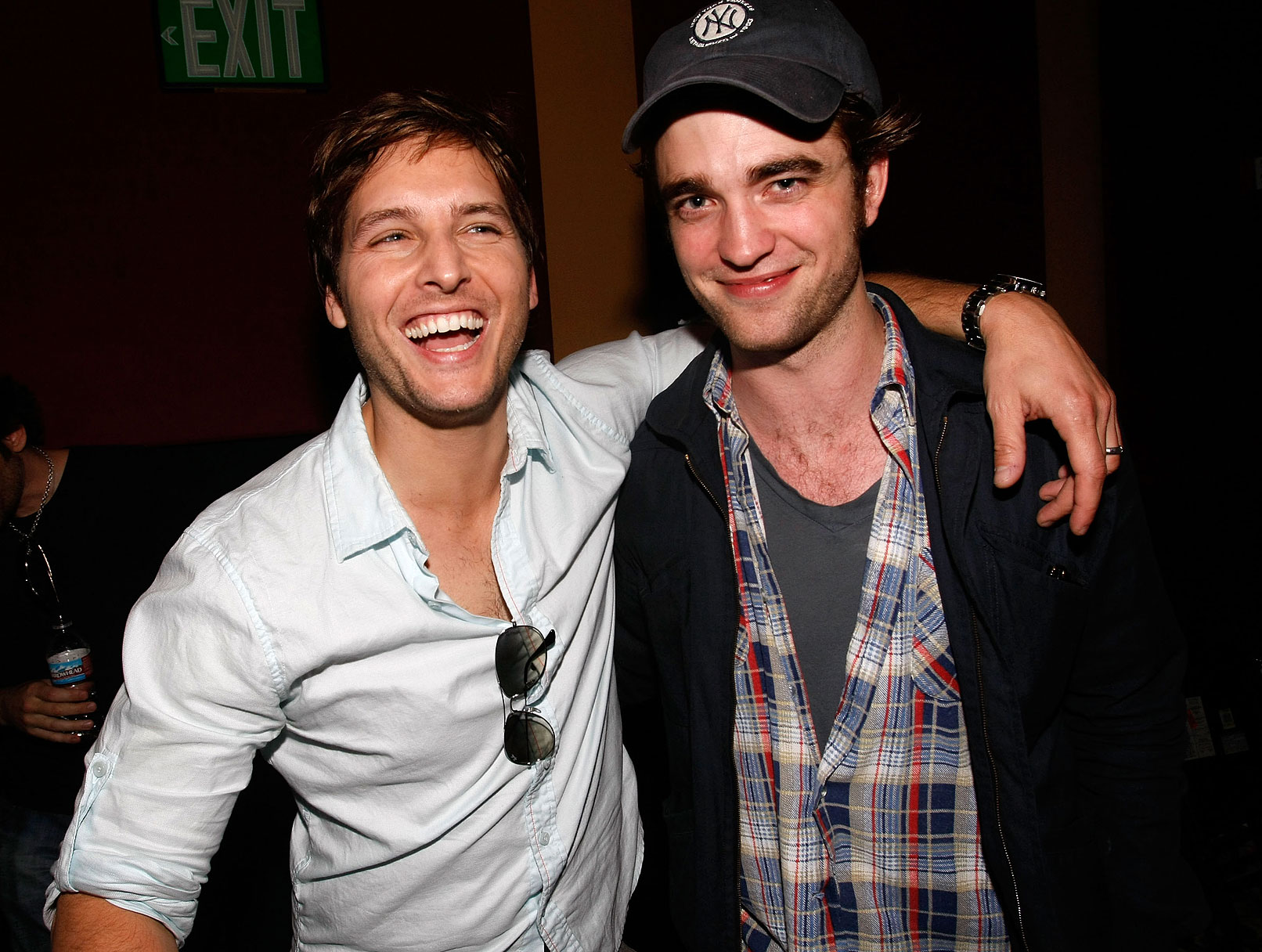 Robert Pattinson Tweets! Stop The Presses!!!!