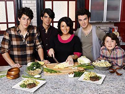 Jonas Brothers To Naked Mom: No, Thanks!