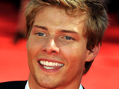 VIDEO: Weeds Star Hunter Parrish Talks Sex at the Emmys