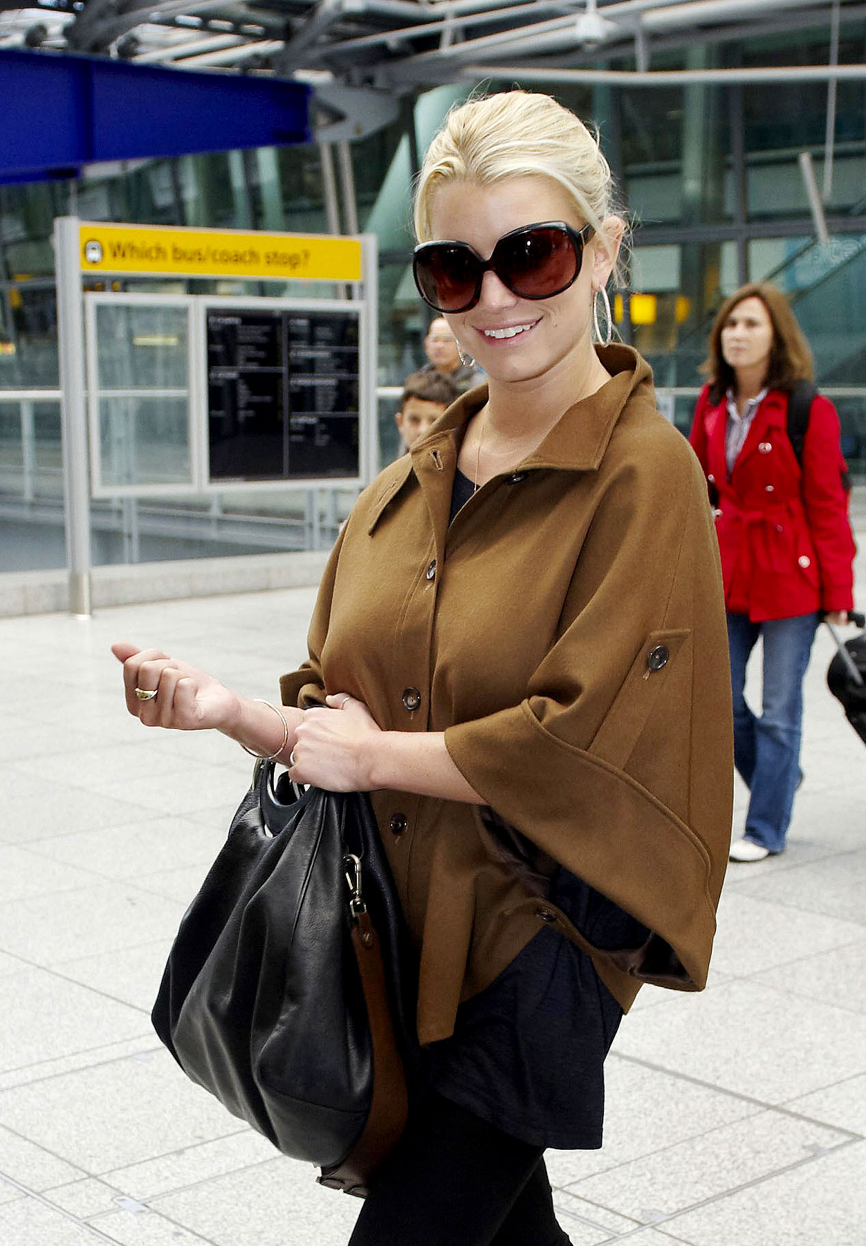 PHOTO GALLERY: Jessica Simpson Arrives in London