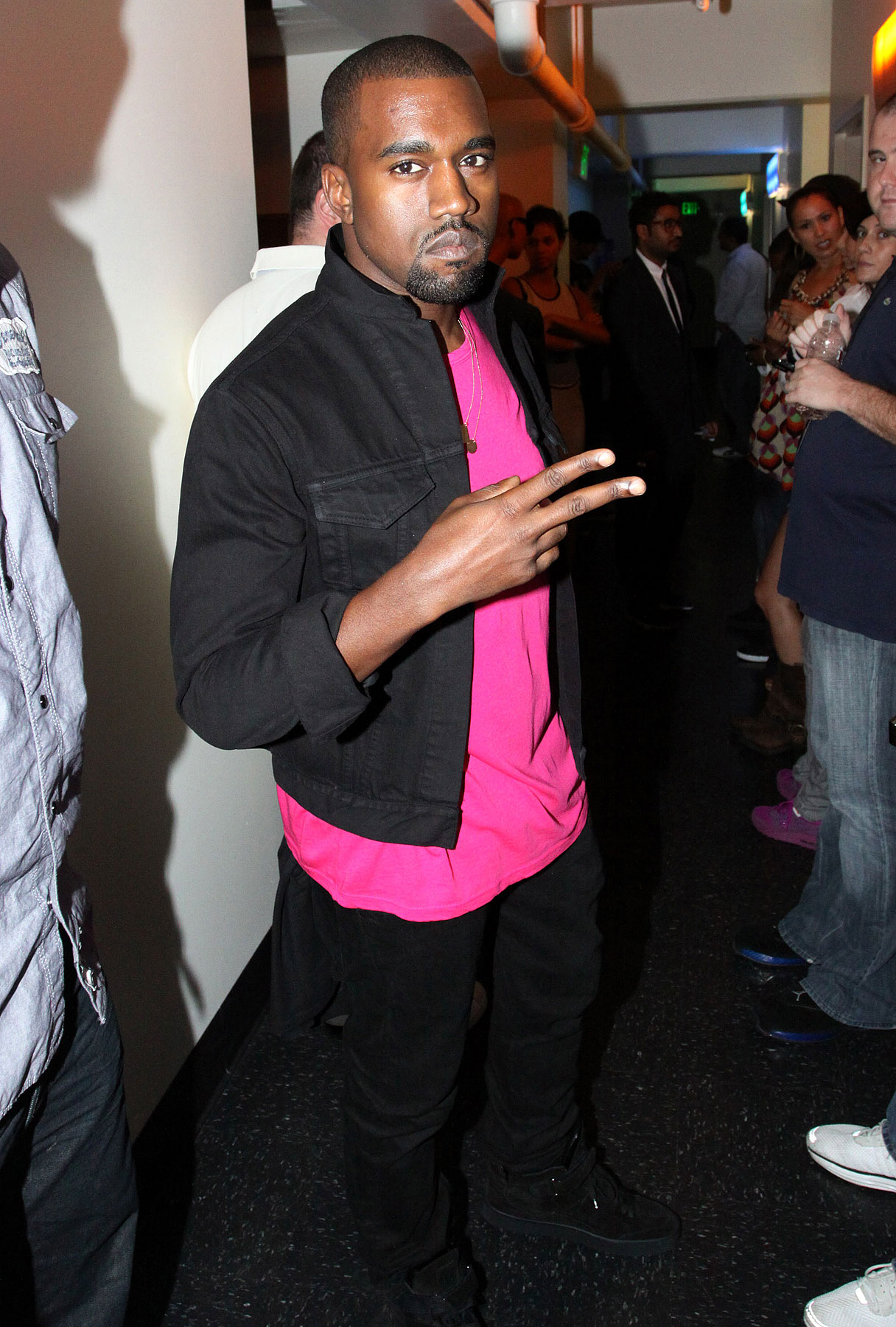 VIDEO: Kanye West Welcomed Back by Los Angeles-photo