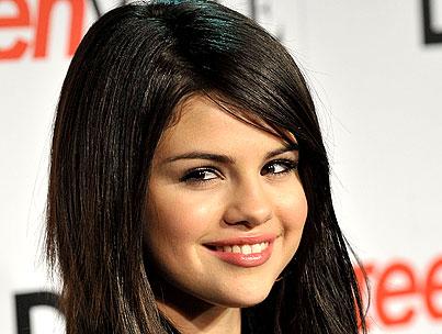 VIDEO: Selena Gomez Takes Vocal Lessons-photo