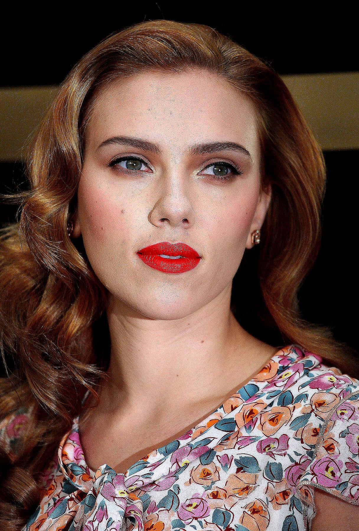 Scarlett Johansson: Broadway-Bound?