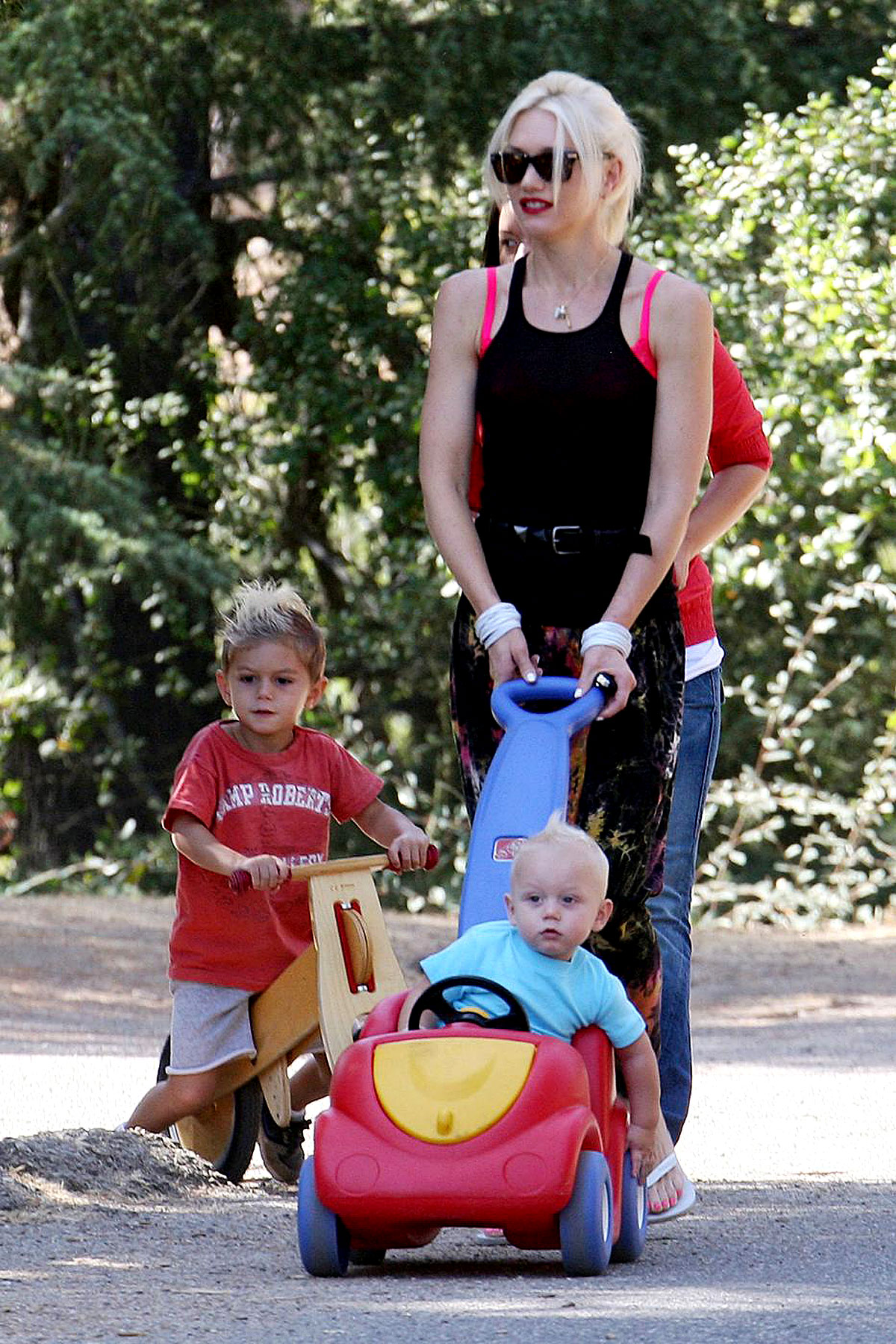 PHOTO GALLERY: Gwen Stefani & Her Boys Get Back to Nature
