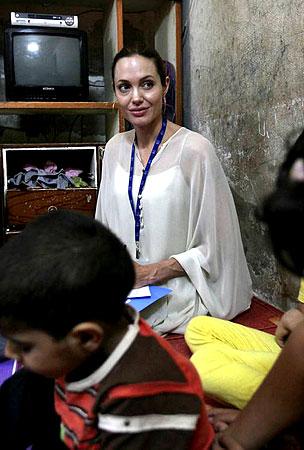 PHOTO GALLERY: Angelina Jolie & Brad Pitt Visit Iraqi Refugees