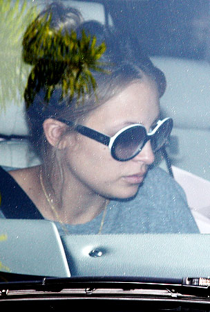 Nicole Richie Injured in Car Accident With Pap