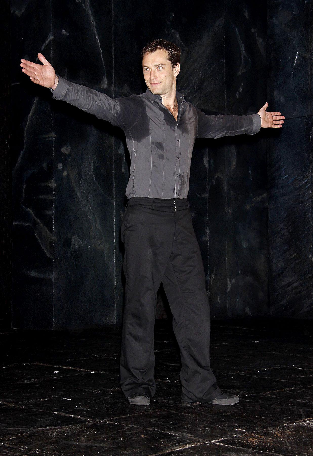PHOTO GALLERY: Jude Law is 'Hamlet'