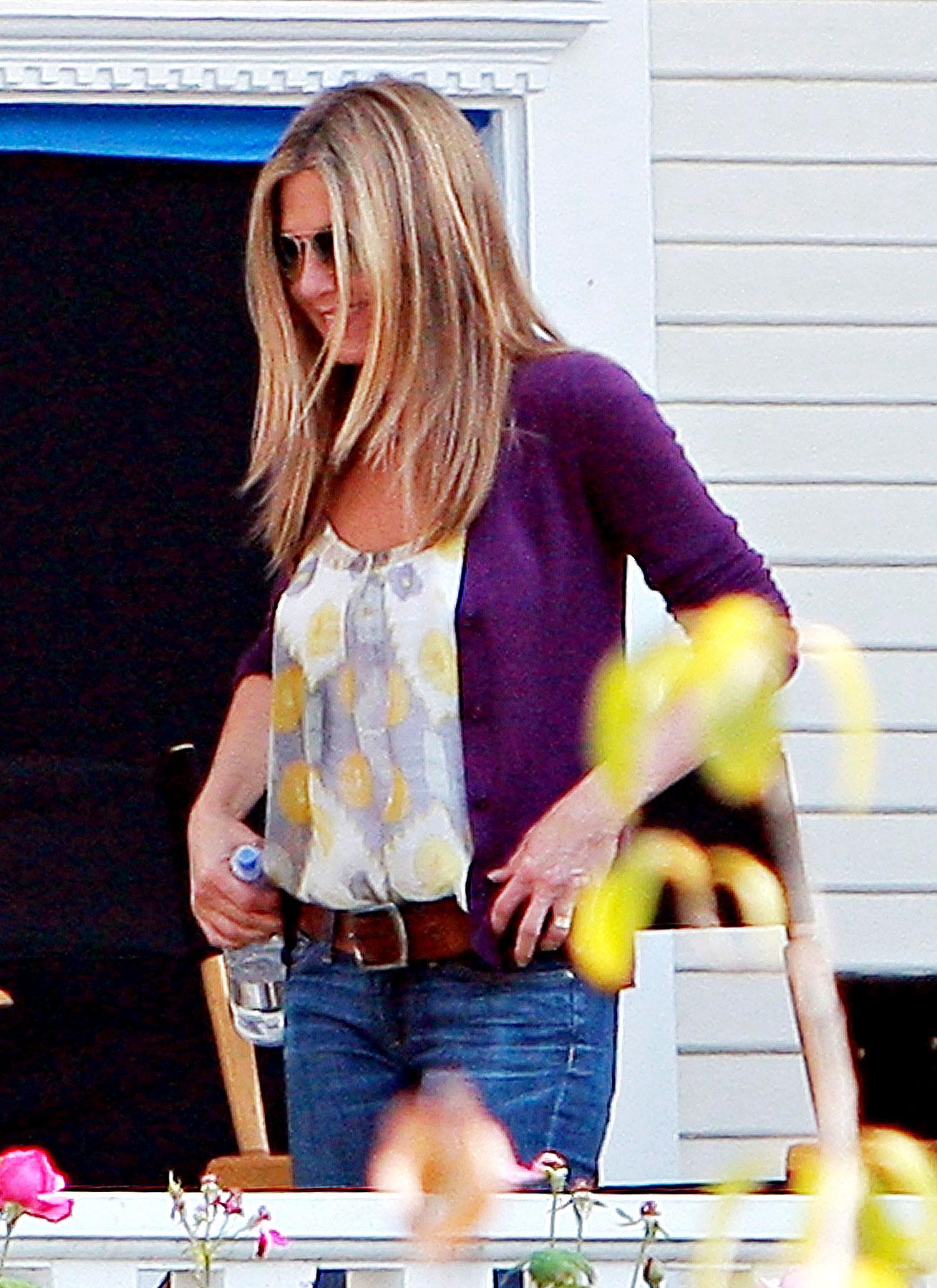 PHOTO GALLERY: Jennifer Aniston Goes Back to 'The Baster'