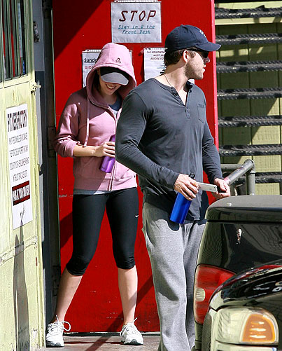 PHOTO GALLERY: Ryan Reynolds and Scarlett Johansson Hit the Gym
