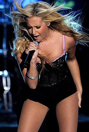 VIDEO: Ashley Tisdale At The Latin VMAs